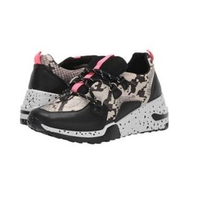 Madden Girl Akima sneakers sz 9 new no tags